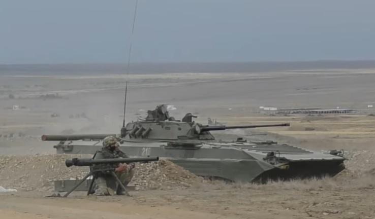 Миротворческая бригада КАЗБРИГ активно участвует в совместных с НАТО учениях, на которых, помимо США, присутствуют военнослужащие Великобритании, Италии, Турции.