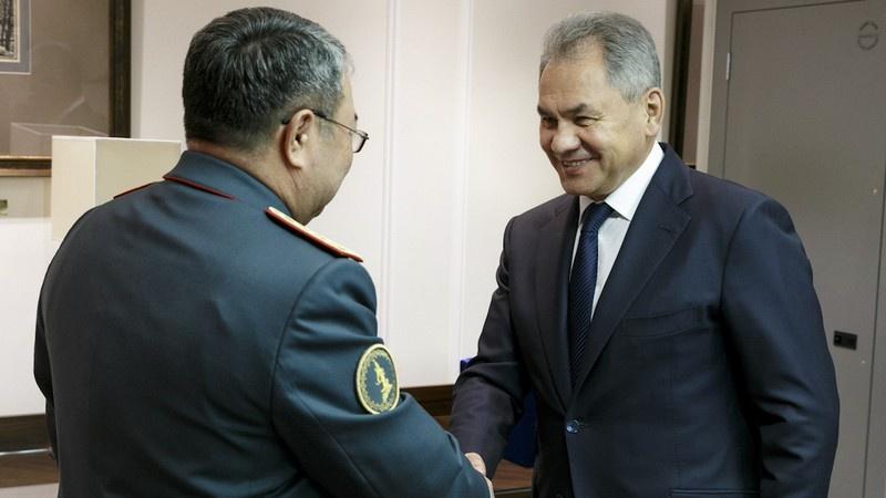 Встреча Сергея Шойгу с министром обороны Казахстана Сакен Жасузаковым в 2018 году.
