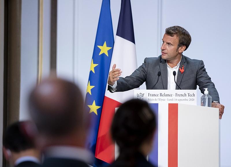 Макрон резко выступает против традиционных ценностей, провоцируя нападения радикальных исламистов как на простых граждан, так и на христианские храмы во Франции.